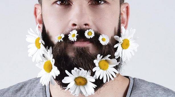 Une barbe, c'est comme une plante ou une fleur : il faut en prendre soin, la désherber, l'hydrater ...