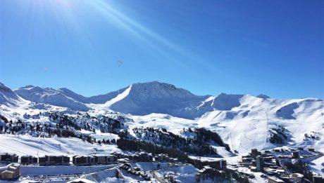 la-plagne-voyager-leger-skier