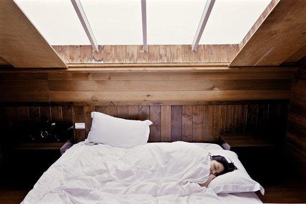 mieux-dormir-au-quotidien-brume-oreiller