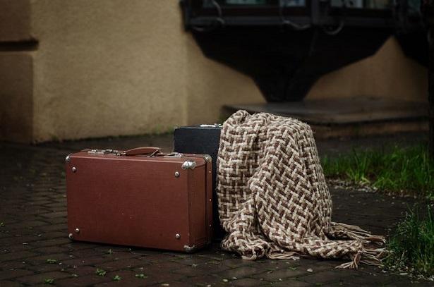 top-valises-légères-pas-cheres-pour-voyager-suitcase-615x407