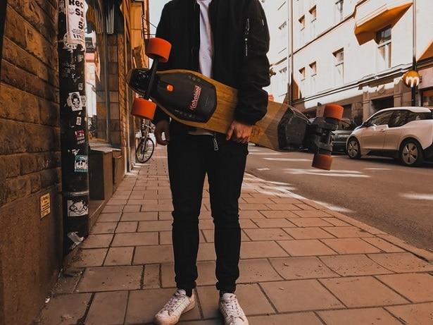 meilleurs-skateboards-électriques-rue-615x461